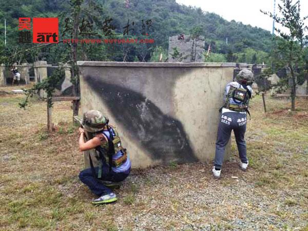 三班的同学们前往灵山风景区团队野外拓展训练活动,加强班级团队意识